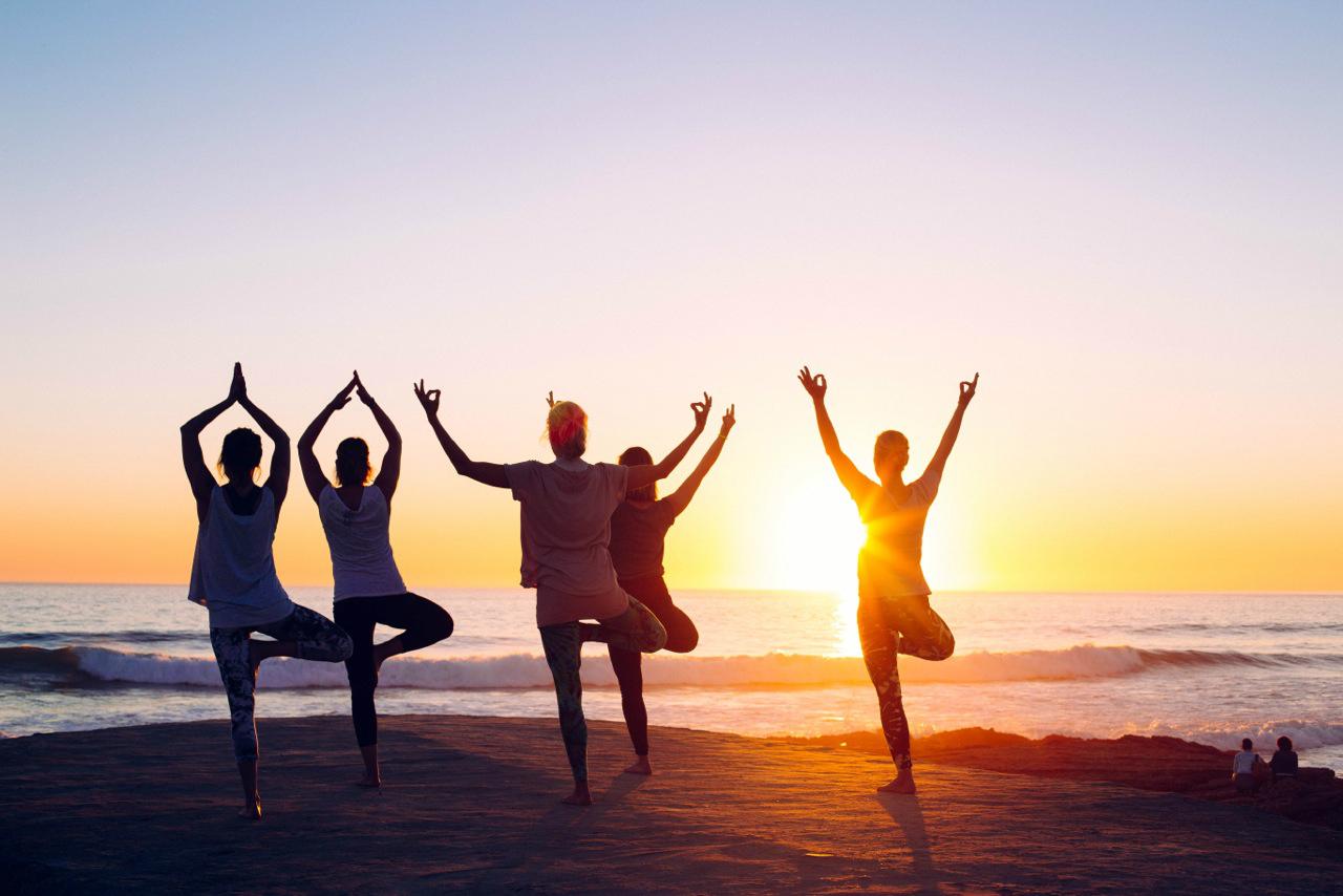 Beim Yoga unter freiem Himmel kann man die Seele baumeln lassen.