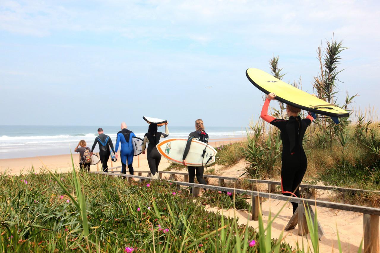 Vom A-Frame Camp ist es nur ein Katzensprung zum Strand –und zu perfekten Wellen.