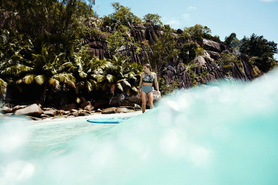 Lauren Hill genießt das warme Wasser auf den Seychellen.
