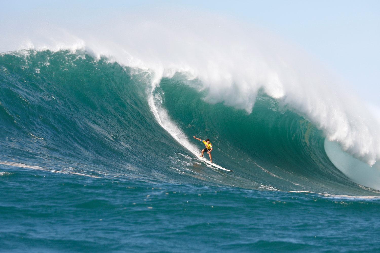 Streit um den Eddie Aikau - So siehts aus, wenn der Swell in Waimea Bay 20 Fuß erreicht.