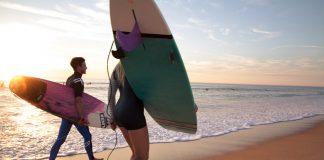 Das Surfcamp St. Giros liegt gleich am Strand.