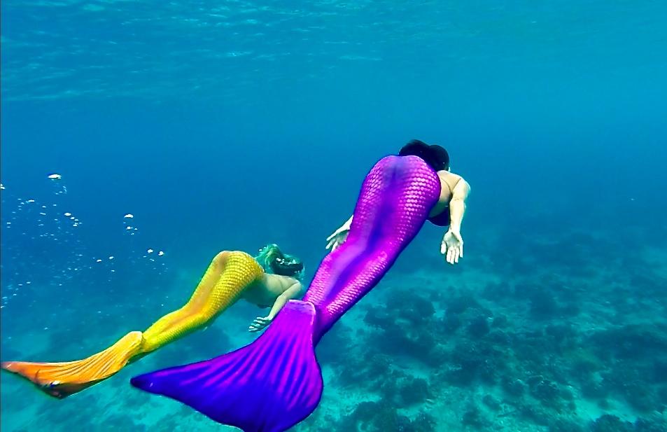 Inzwischen ist Janni auch oft als Meerjungfrauenteam zusammen mit Sylvi unterwegs.