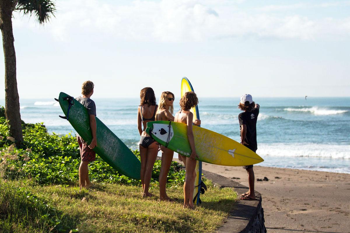 Der Strand und die perfekten Wellen Balis sind nicht weit entfernt.