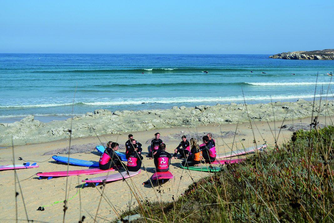 Im Baleal Surfcamp lernt ihr Surfen an einem der schönsten Strände Europas!