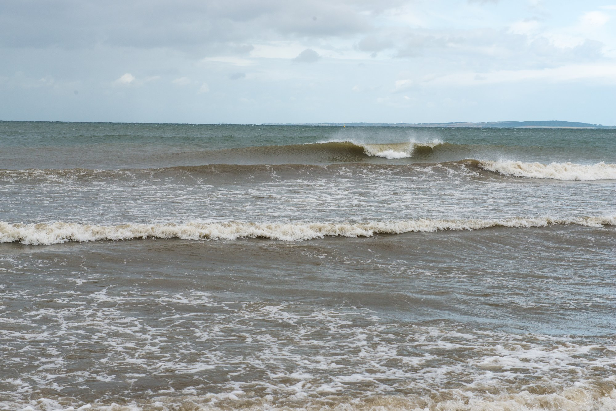 Klein, aber fein – und ohne eine Menschenseele! Solche Wellen warten auf dich an der Ostsee. Foto: Lars Jacobsen