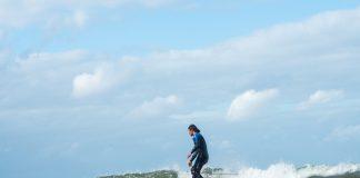 Perfekte Logging-Wellen – für Lennart Girard nur ein paar Minuten von der Haustür entfernt. Wer will da noch nach Hawaii?