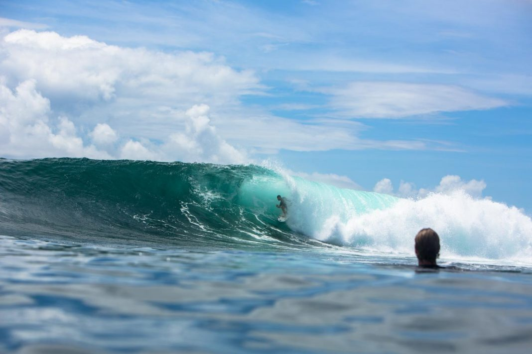 Grant 'Twiggy' Baker surft sich in das Herz dieser Welle vor der Ostküste Madagaskars.