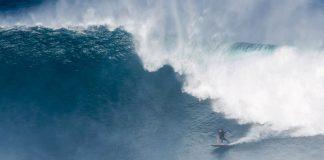 Alex Zirke surft den mysteriösen Big-Wave-Spot San Boróndon auf Teneriffa.
