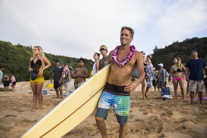 Noch am 3. Dezember nahm Brock Little an der Opening Ceremony des Quiksilver in Memory of Eddie Aikau Contests teil.