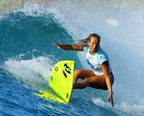 Layne Beachley war für ihr Powersurfing bekannt und bekam 2004 sogar eine Wildcard, um an den Energy Australia Open, einem Männer-Event, teilzunehmen.