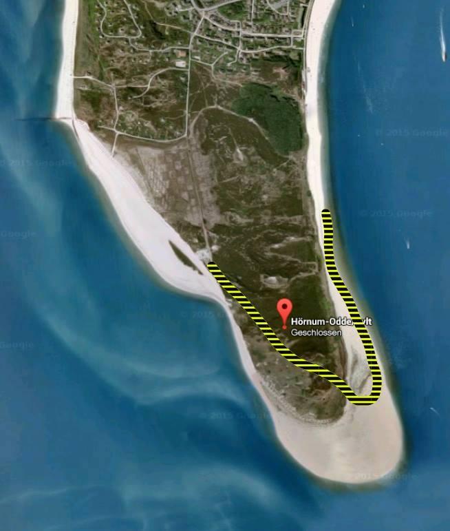 Früher und heute: die gestrichelte Linie entspricht dem aktuellen Umriss der Insel. Wo auf der linken Seite der Insel der Knick im Strand zu sehen ist, wird die Südspitze abbrechen.