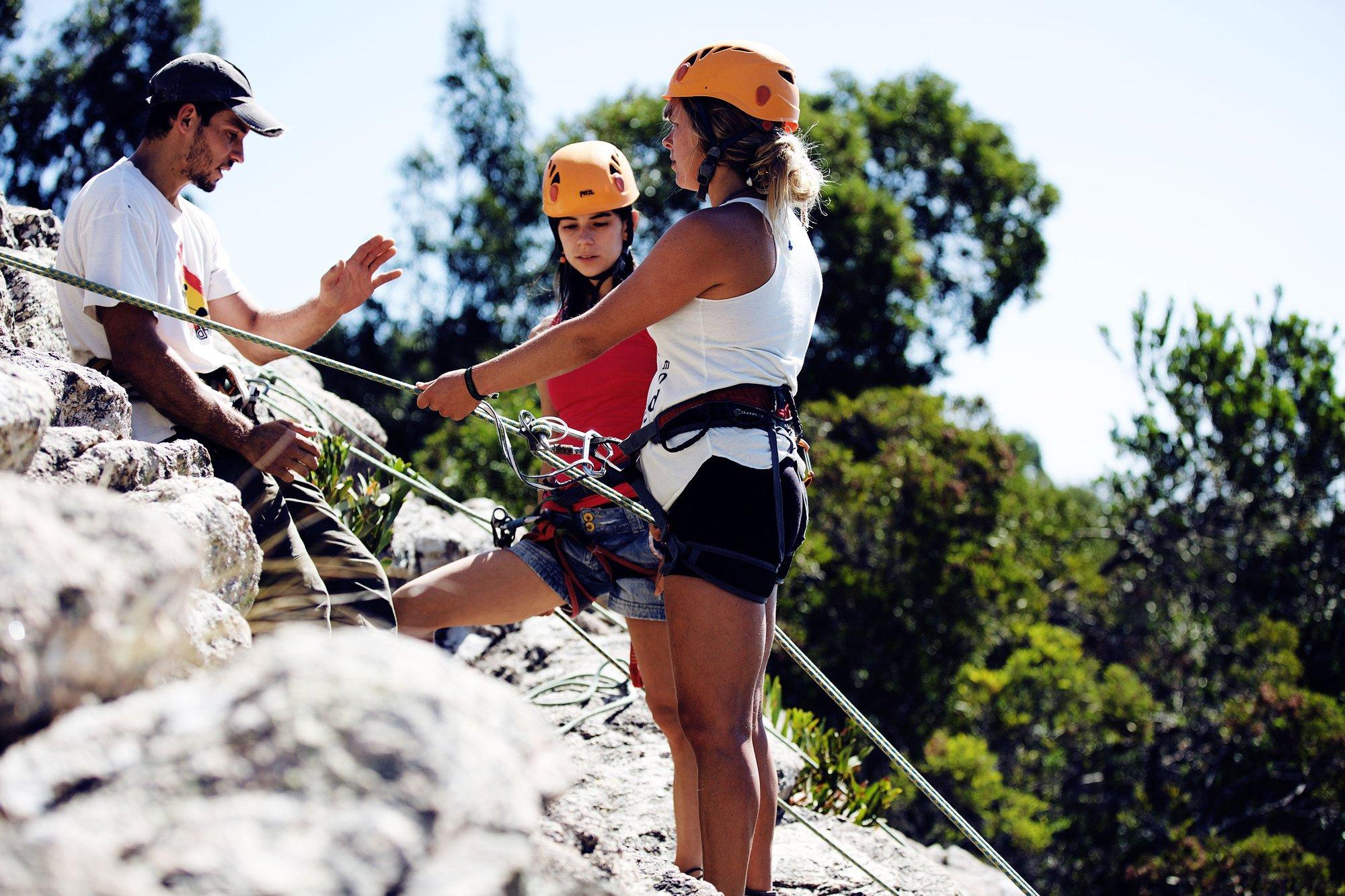 Ist es mal flat oder brauchst du Abwechslung vom Strandleben geht es in die Berge zum Klettern.