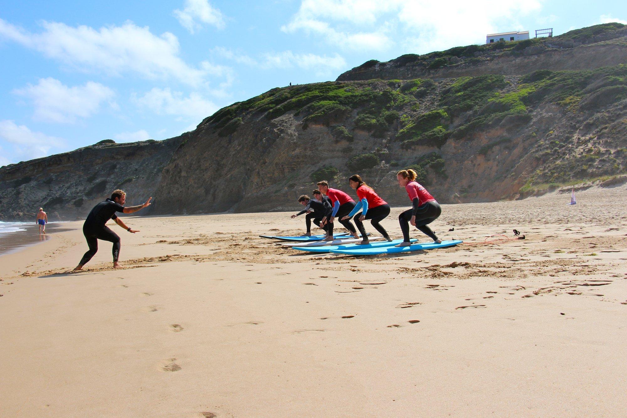 Egal ob du dich für einen Surfkurs oder für Spotguiding entscheidest – die Strände rund um Arrifana haben für jedes Level die passende Welle im Angebot!
