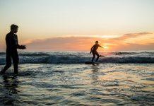 Das Wavetours Surfcamp Ericeira ist in einer wunderschönen Villa mit Garten und Swimmingpool beherbergt.