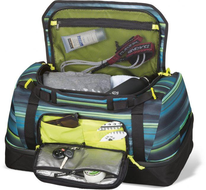 In den Recon Duffle Bag von Dakine passt alles, was dü für einen Surftrip brauchst!