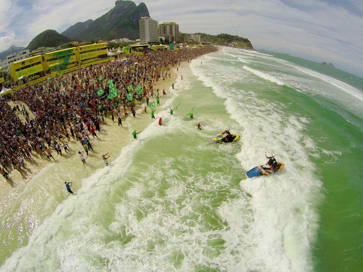 So sah es letztes Jahr am Strand von Rio aus. Dieses jahr könnten die Fans dann zu einem Next-Level-Verkehrschaos führen, wenn alle zum neuen Spot fahren.