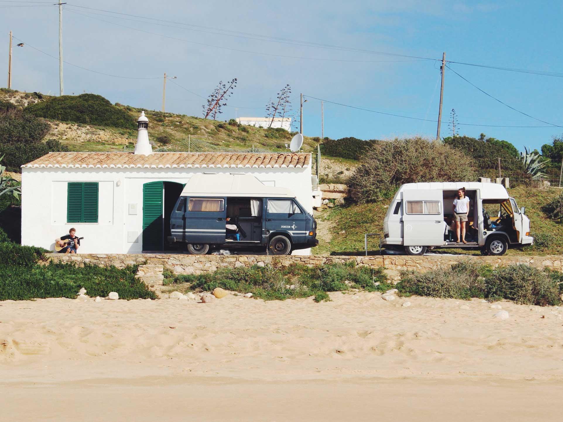 Eine Roadtrip-Wagenburg erregt in Portugal weniger die Gemüter, als in vielen anderen Ländern.