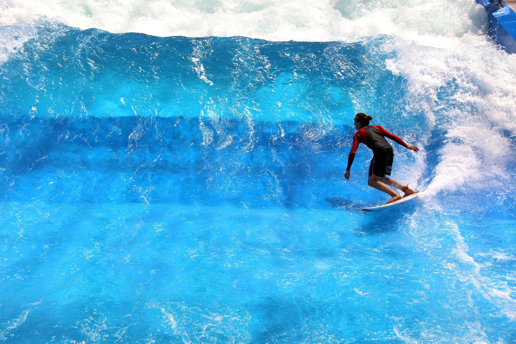 Die 3CityWave in Wien bietet von Juni bis September Surfspaß pur fernab jeder Küste.