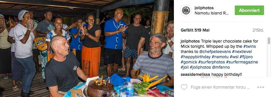 Nach Taj Burrows Abschiedsparty, feierte Mick Fanning gestern seinen 35. Geburtstag. Wie fit die Pros nach diesem Partymarathon sind, werden wir morgen sehen.