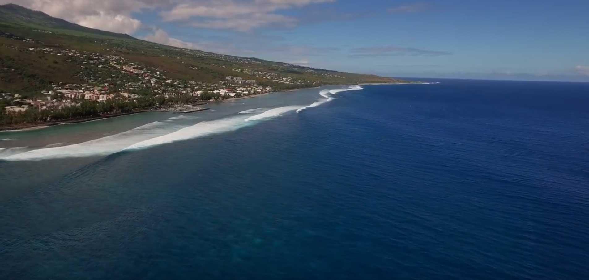 Saint Leu ist der beste Spot auf La Réunion. Ein Hainetz gibt es nicht, gesurft wird dennoch.