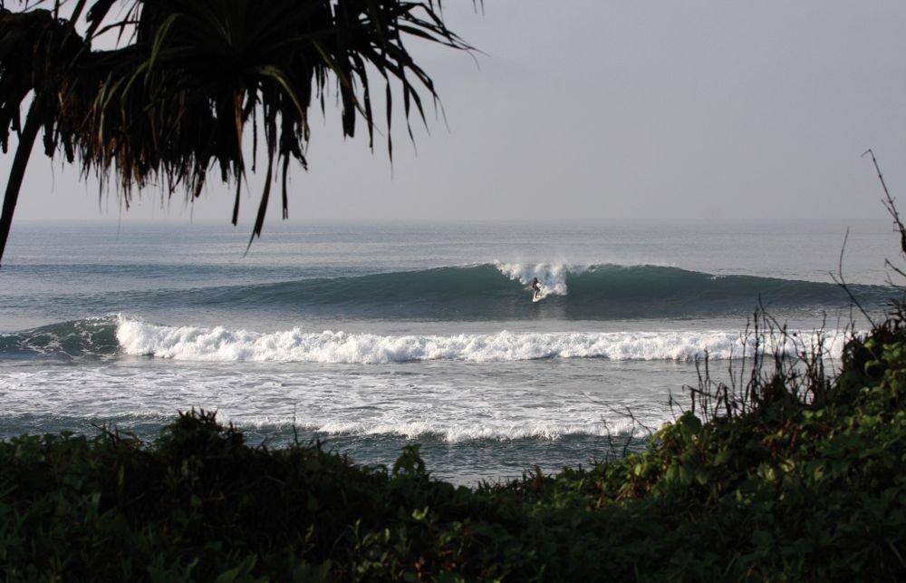 Nur einen Katzensprung vom Camp entfernt warten Wellen wie diese hier auf dich!