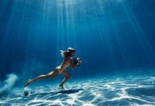Surftraining mit Stein und ohne Klamotten