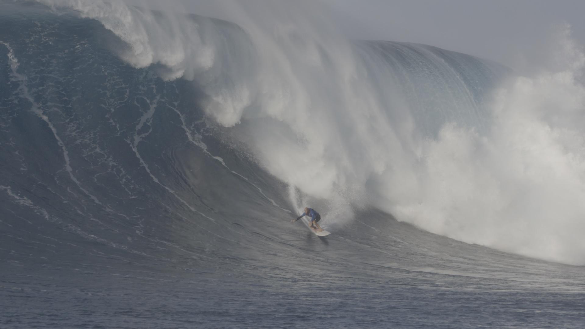 Ob der Surfer schneller als die Welle ist oder umgekehrt, erfährst du um 11 Uhr im TV.