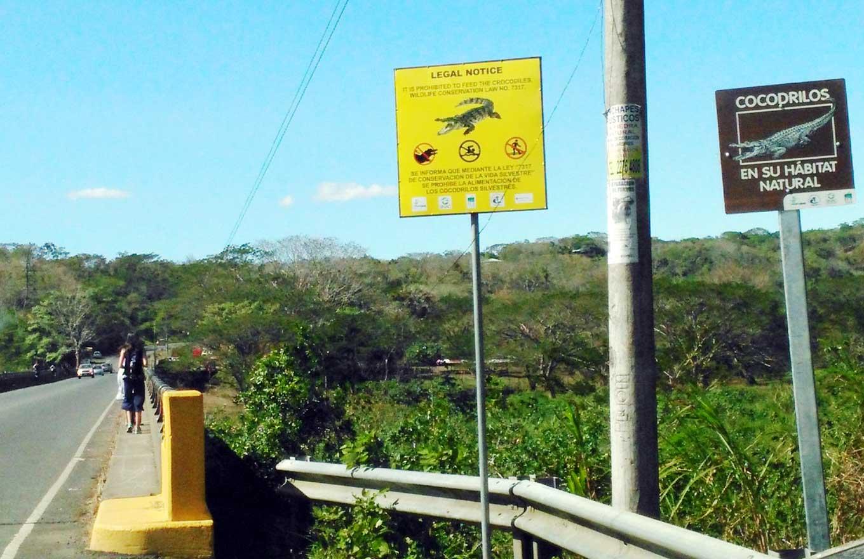 Schilder, wie sie in Costa Rice häufig zu sehen sind.