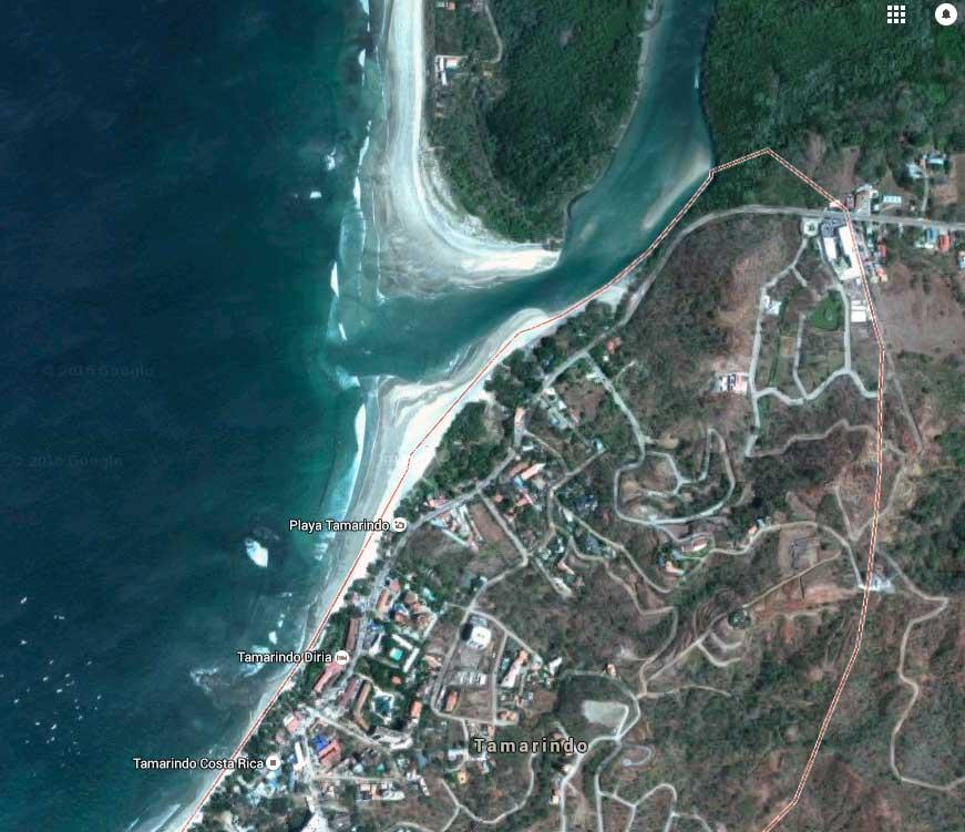 Der Ort am unteren Bildrand ist Tamarindo. In dem Fluss nördlich davon kam es zu dem Angriff.