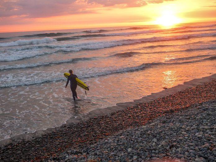 Im Sudden Rush Camp in Kalifornien warten perfekte Wellen auf dich.