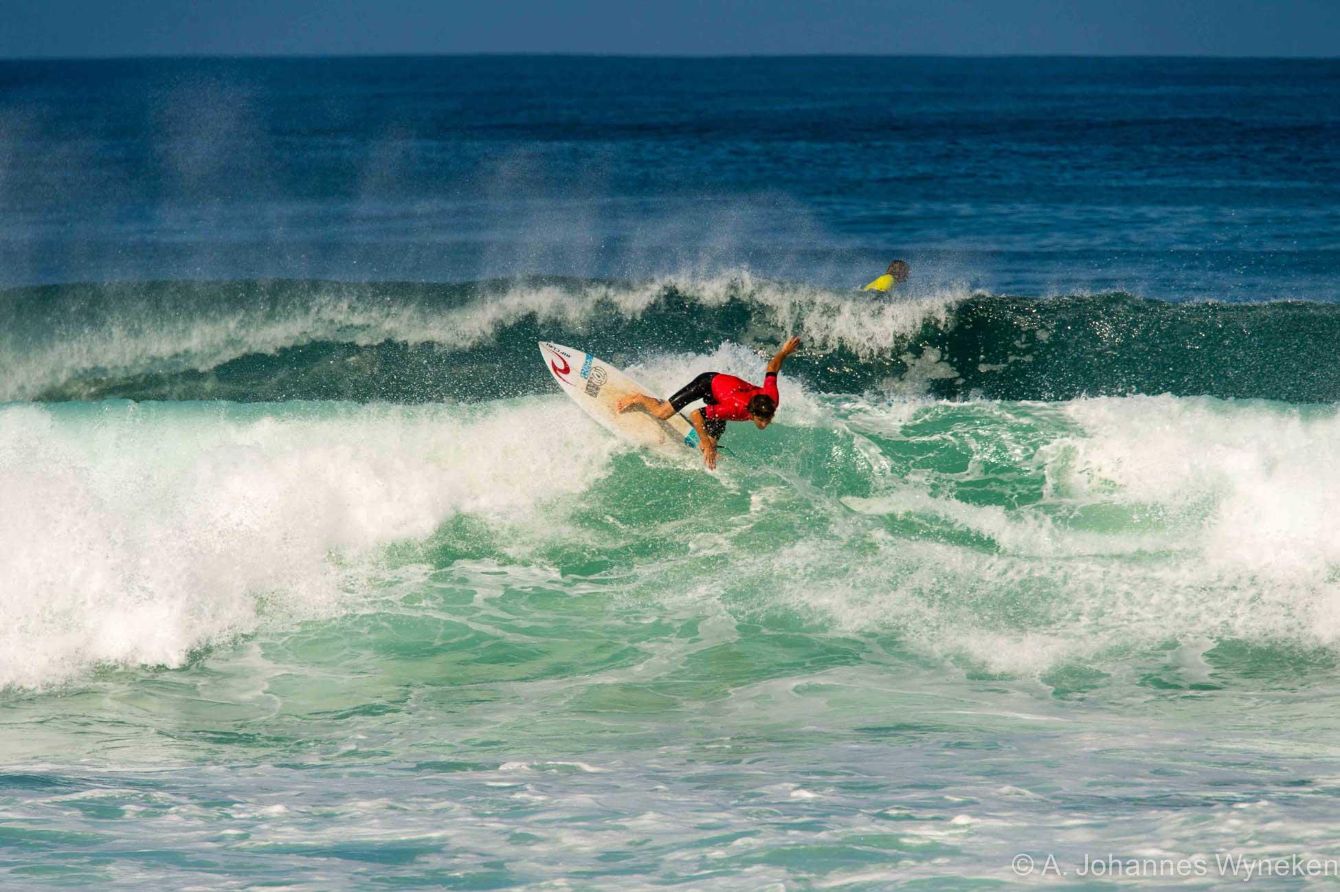 Marc Piwko unterwegs in den Wellen vor Seignosse.