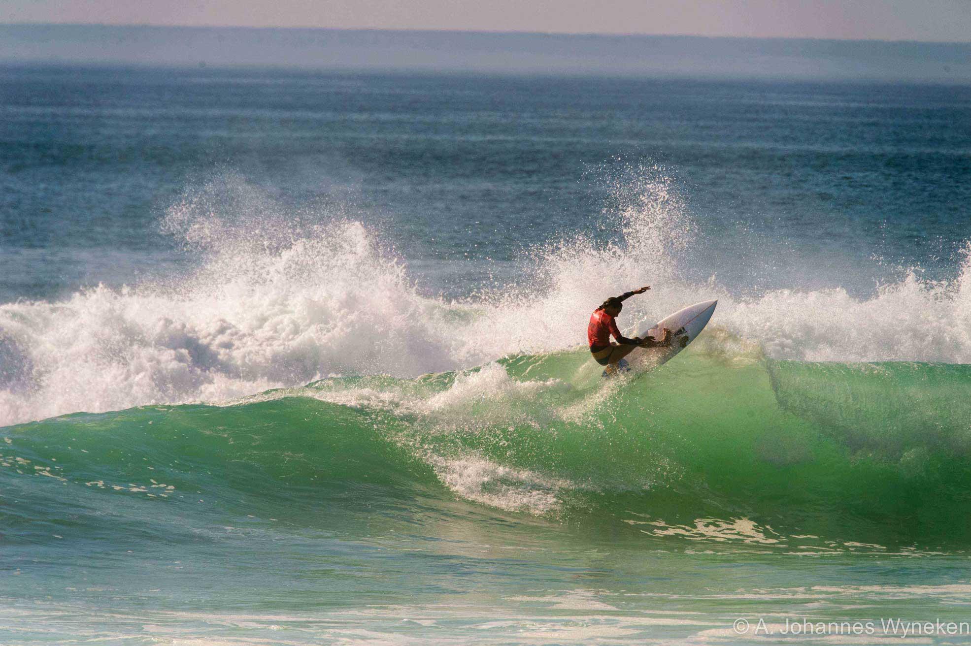 Im Finalheat der Frauen dominierte, wie bereits in den Vorrunden, die in Kalifornien lebende Francesca Harrer (die gerade ihre deutsche Abstammung wieder entdeckt hat) mit einem Score von 14.00 Punkten. Sie schafft es trotz kleiner Sections viel Speed aufzubauen und das Maximum aus den Wellen herauszuholen. Mit ihrer Contesterfahrung (aktuell 55. der Qualifier Series der WSL-Tour) und einem smoothen, aber radikalen Surfstyle setzt sie in dieser Klasse die Messlatte hoch. Ihr folgen Catalina Hotz auf Platz 2 (7.70), Valeska Schneider (7.56) und Nicole Gerland (7.33).