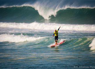 Tommy ritt eine der längsten Wellen des ganzen Contests von ganz draußen bis auf den Sand.