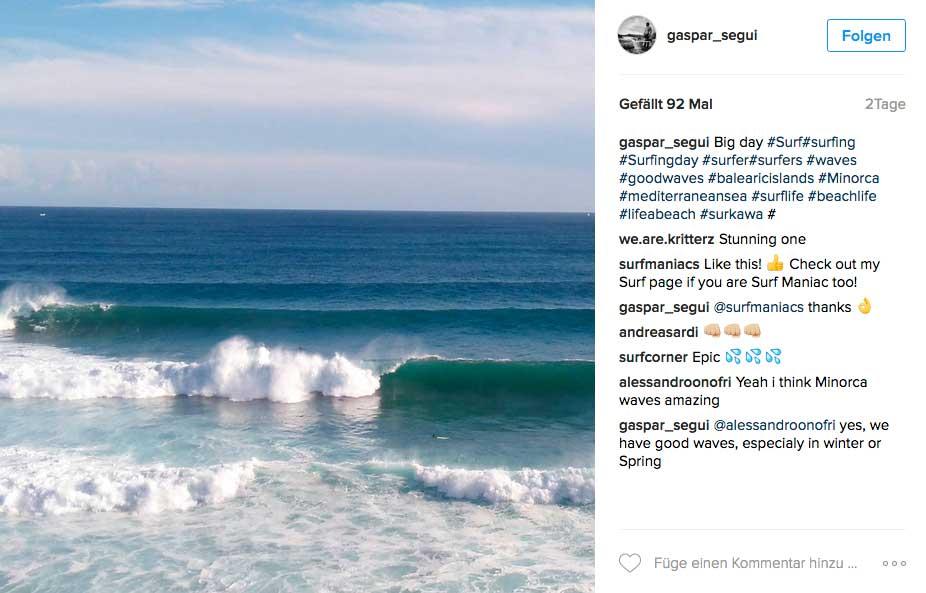 Achtet mal auf den Surfer, der vor der Welle neben seinem Board treibt und setzt dann die Höhe der Welle in Relation dazu.