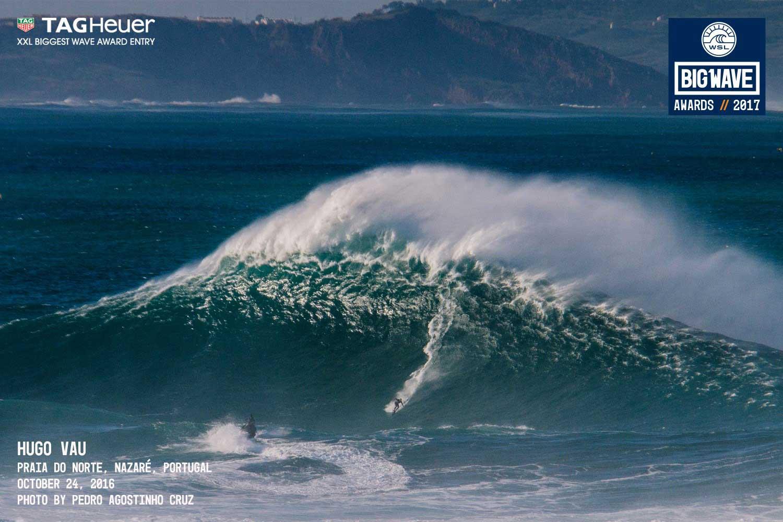 Deutlich zu erkennen ist der fauchende Offshore, der Welle so bumpy machte, dass jeder Ritt der Schussfahrt über eine Buckelpiste glich.