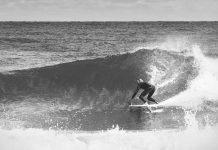 Der Surfer auf dem Foto ist übrigens Paweł Niesłuchowski, der die polnische Surfmarke BALTICA gegründet hat.