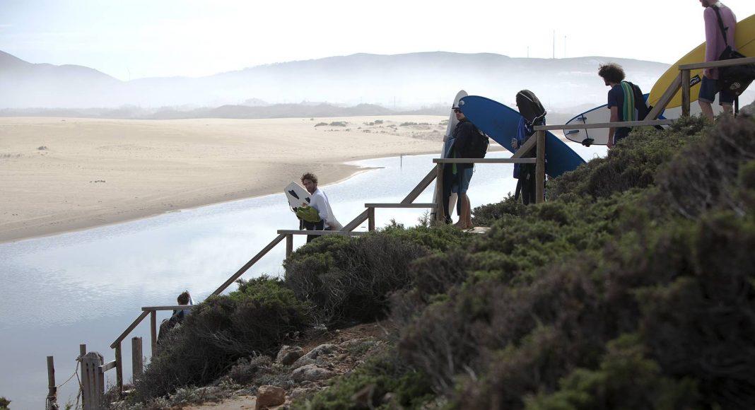 Heute geht's nach Praia Bodeira an der Westküste. Der Morgennebel macht sich bei unserer Ankunft vom Strand und überlässt den Tag der Sonne.