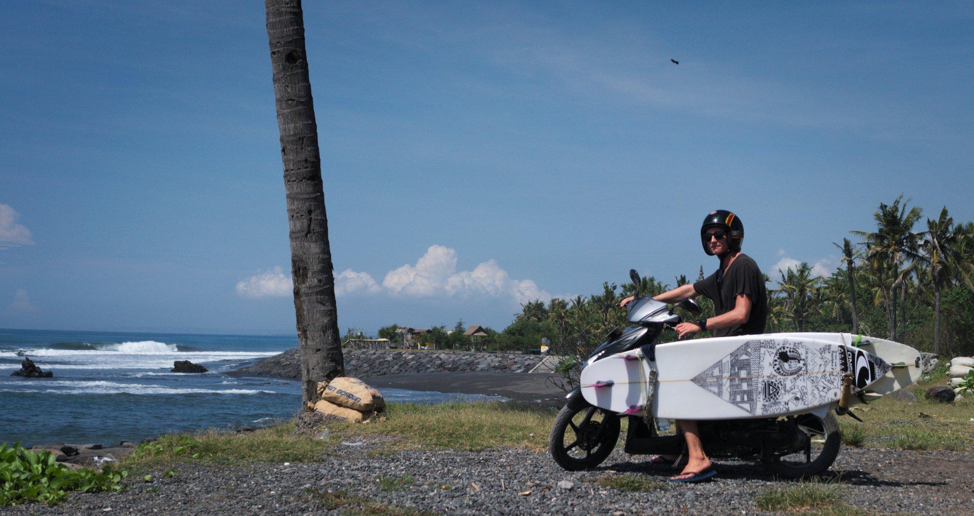 """""""Wir haben mal in Kuta, mal in Canggu und mal in Sanur gewohnt. Mit Scooter bist du flexibel und kannst jeden Morgen entscheiden, wo du heute surfen möchtest."""""""