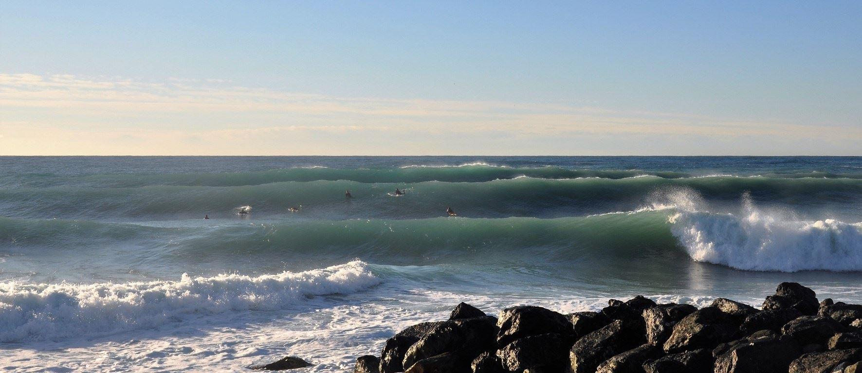 Trotz der geringen Periode von 7 Sekunden können die Wellen in Italien groß und kraftvoll werden.