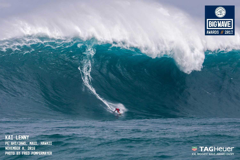 So sah Jaws übrigens gestern, am Dienstag aus. Kai Lenny war der einzige Surfer im Wasser. Der Wind hatte die Wasseroberfläche so choppy gemacht, dass sonst niemand Lust auf eine Session hatte.