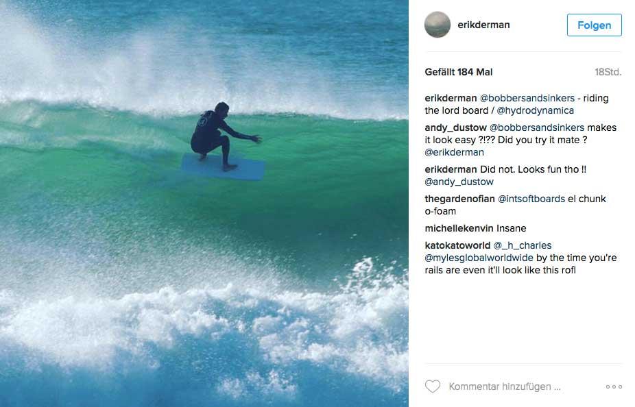 Dieser Surfer hat nur ein Foamblank unter den Füßen. Der Schaumkern ist weder laminiert, noch sonstwie bearbeitet, sondern einfach aus dem Regal gezogen.