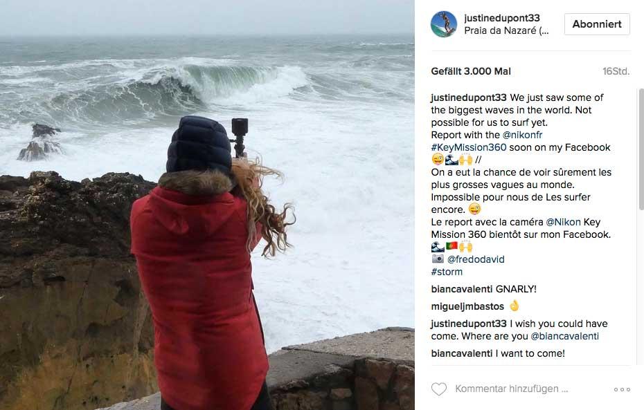Justine Dupont (a.k.a die Ladys, die viel größere Wellen reitet als du) wartete auf ihre Chance in Nazaré - leider vergeblich.