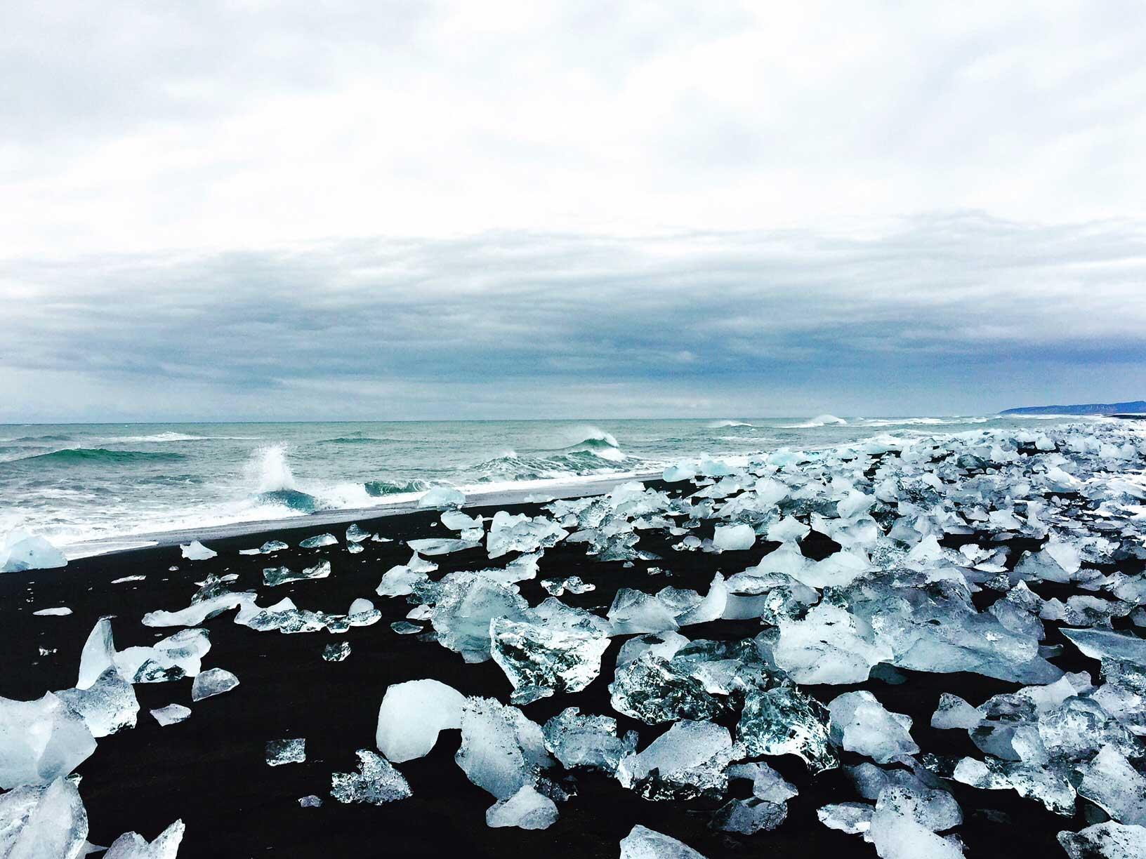 An einem Spot lagen tatsächlich Eisblöcke am Strand. Das war aber auch direkt vor einem Gletscher.