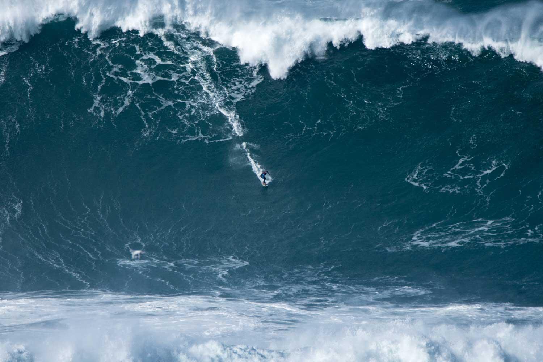 Keine gesurfte Welle in den letzten 12 Monaten war größer als diese. Credit: WSL / Bruno Aleixo
