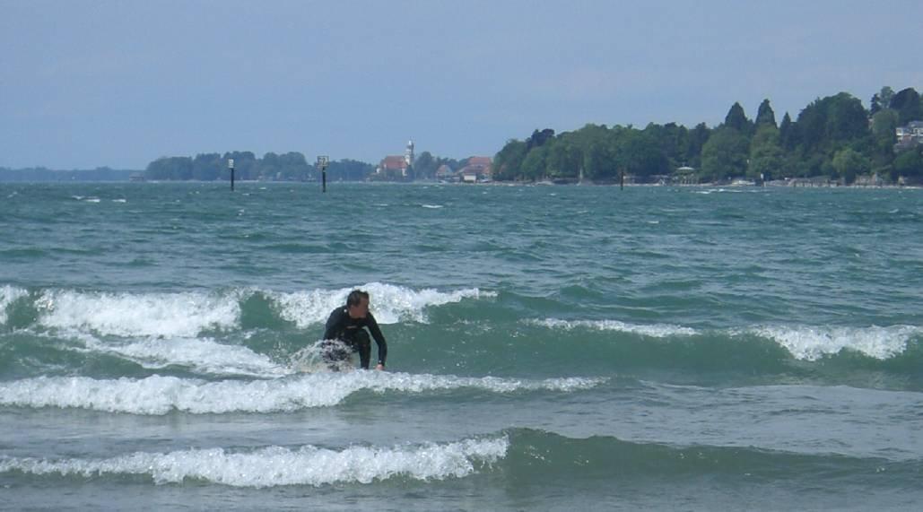 Emmanuel Epp war einer der ersten Bodensee-Surfer und weiß genau, wann wo surfbare Wellen brechen.
