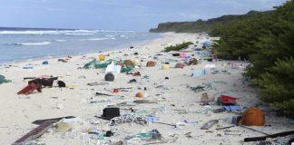 Der Strand der unbewohnten Insel. Und zu sehen sind nur 32 Prozent des Mülls.