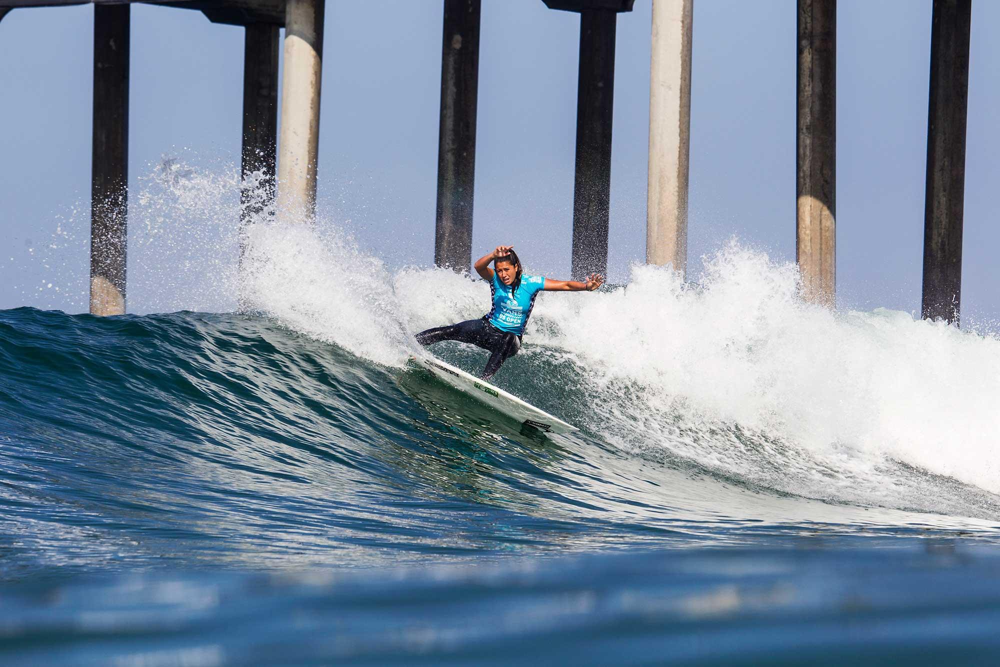 Wer nach rechts surft, geht dem Pier aus dem Weg. Wer nach links surft muss den Weg durch die Pfeiler im Hintergrund finden.