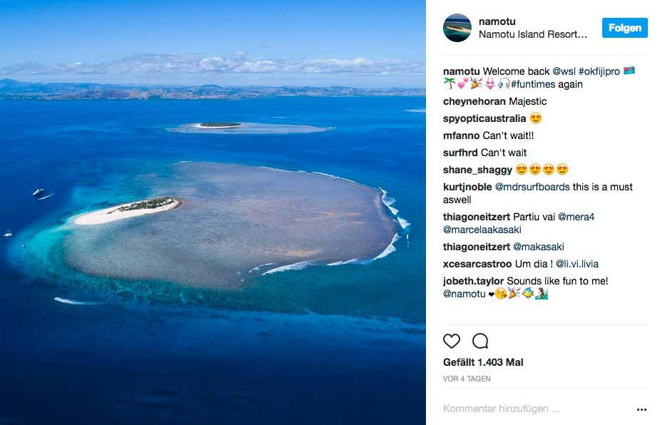 Zwei Inseln dienen den Pros als Domizil: Namotu vorne und im Hintergrund Tavarua.