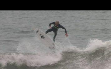 Sehen wir hier den ersten echten Kickflip auf einem Surfboard