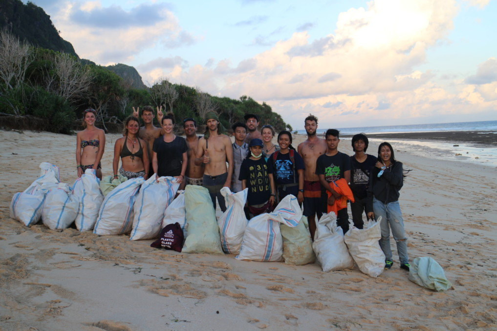 Einer der Beach Cleanups von Indojunkie.